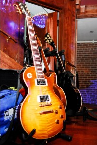 http://www.guitarlessons-atlanta.com/wp-content/uploads/2012/06/guitar-lessons-atlanta-les-paul-201x300.jpg
