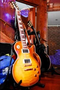 https://www.guitarlessons-atlanta.com/wp-content/uploads/2012/06/guitar-lessons-atlanta-les-paul-201x300.jpg
