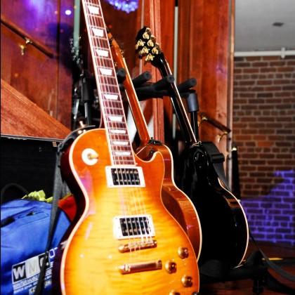 https://www.guitarlessons-atlanta.com/wp-content/uploads/2012/06/guitar-lessons-atlanta-les-paul.jpg