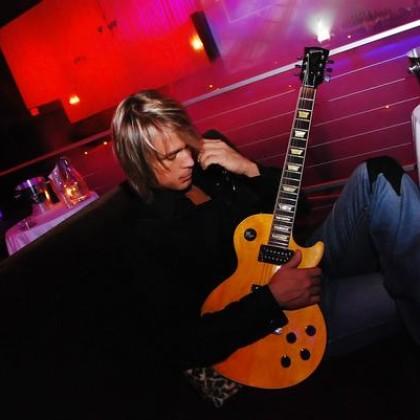 https://www.guitarlessons-atlanta.com/wp-content/uploads/2012/11/best-guitarist-jimmy-cypher.jpg