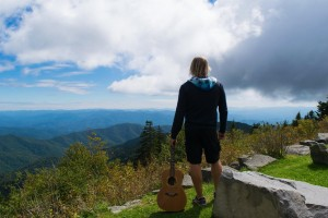 https://www.guitarlessons-atlanta.com/wp-content/uploads/2012/11/jimmy-acoustic-in-the-mountains-300x200.jpg
