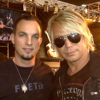 https://www.guitarlessons-atlanta.com/wp-content/uploads/2012/11/jimmy-cypher-and-guitarist-mark-tremonti.jpg