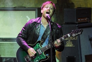 http://www.guitarlessons-atlanta.com/wp-content/uploads/2015/07/20140505-danauerbach-624x420-1399326360-300x202.jpg