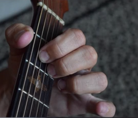 http://www.guitarlessons-atlanta.com/wp-content/uploads/2015/07/guitar-lessons-atlanta-chord-photo.png