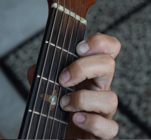 http://www.guitarlessons-atlanta.com/wp-content/uploads/2015/07/how-to-play-guitar-chord-with-jimmy-cypher-300x279.png