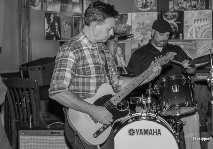https://www.guitarlessons-atlanta.com/wp-content/uploads/2015/07/mike-guitar-lessons.jpg
